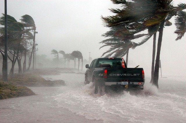 Hurricane Warning – Hurricane Survival Checklist